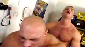 Two hot muscle workers havin hot anal sex at work in here